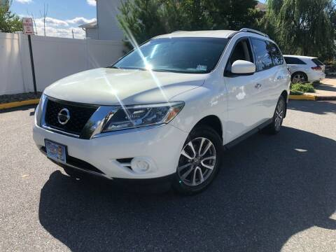 2013 Nissan Pathfinder for sale at Giordano Auto Sales in Hasbrouck Heights NJ
