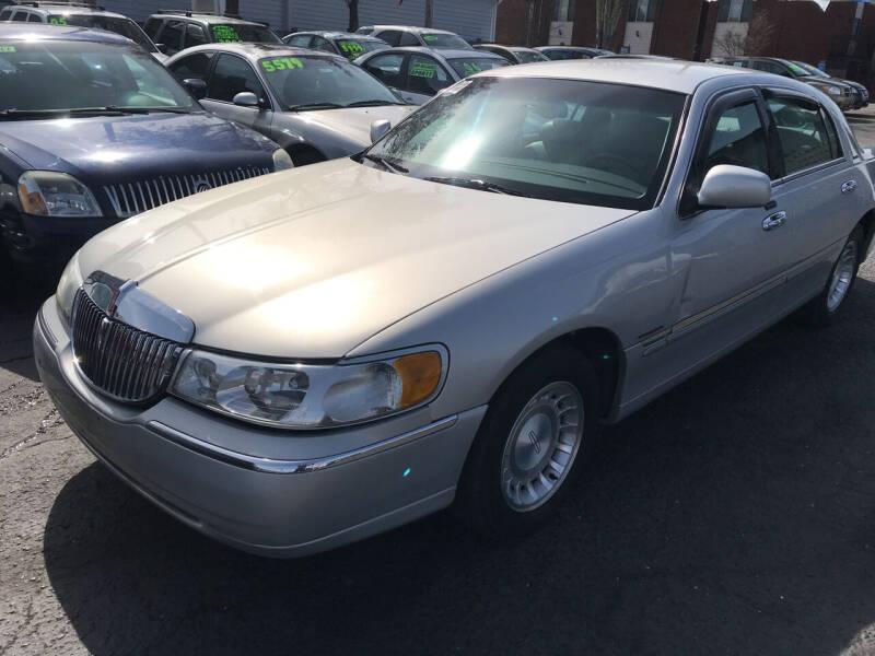 2002 Lincoln Town Car for sale at American Dream Motors in Everett WA