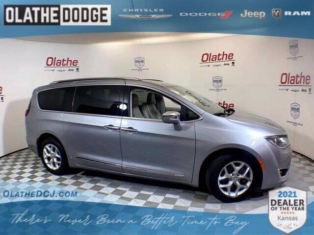 2020 Chrysler Pacifica for sale in Olathe, KS