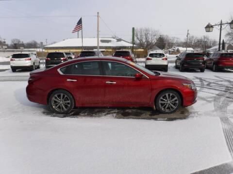 2018 Nissan Altima for sale at Dave's Car Corner in Hartford City IN