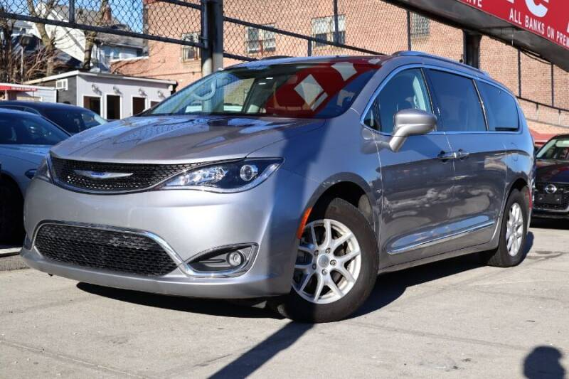 2020 Chrysler Pacifica for sale at HILLSIDE AUTO MALL INC in Jamaica NY