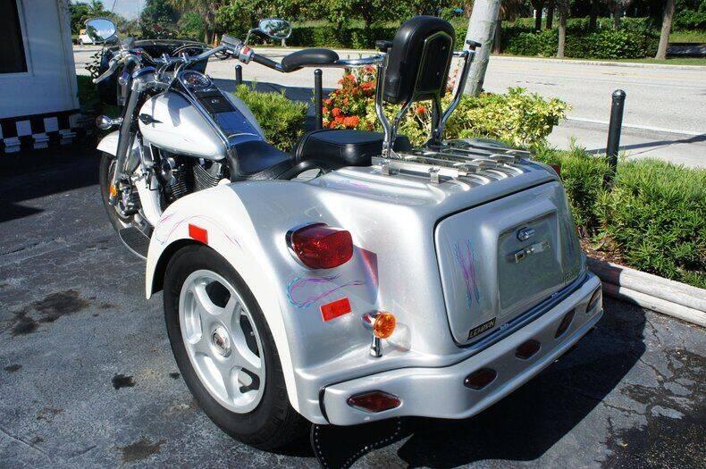 2007 Suzuki Boulevard  for sale at Dream Machines USA in Lantana FL