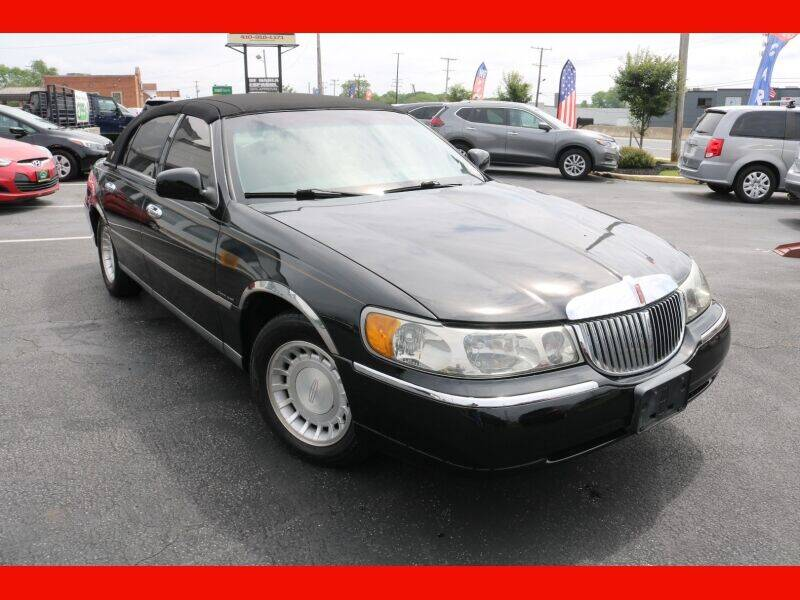 2001 Lincoln Town Car for sale at AUTO POINT USED CARS in Rosedale MD