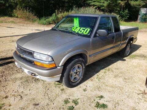 2000 Chevrolet S-10 for sale at Northwoods Auto & Truck Sales in Machesney Park IL