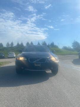 2004 Volvo XC70 for sale at VENTURE MOTORS in Wickliffe OH