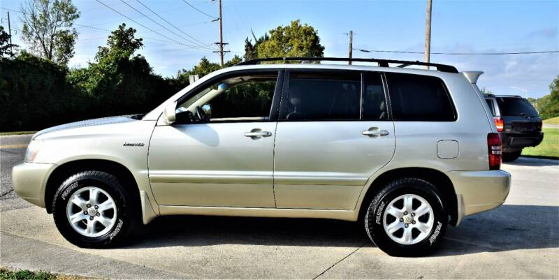 2001 Toyota Highlander for sale at PINNACLE ROAD AUTOMOTIVE LLC in Moraine OH
