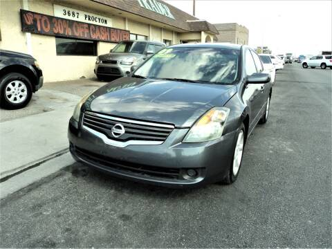 2009 Nissan Altima for sale at DESERT AUTO TRADER in Las Vegas NV
