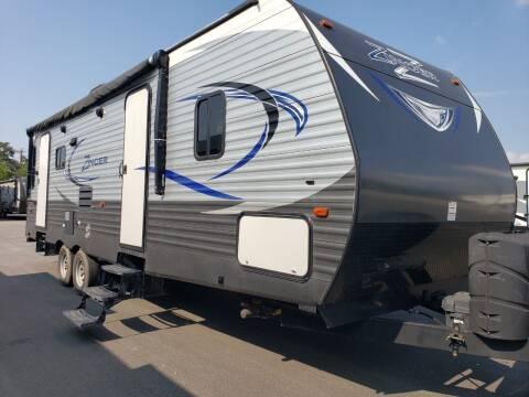 2017 Crossroads Zinger 27RL for sale at Ultimate RV in White Settlement TX