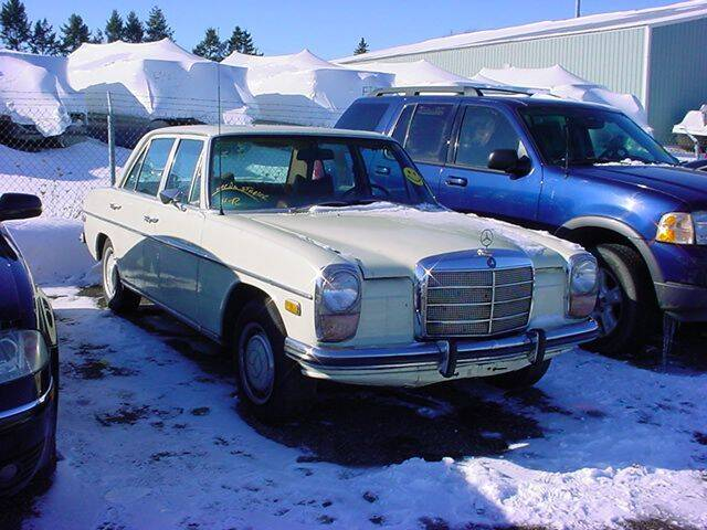 1972 Mercedes-Benz 220 D for sale at VOA Auto Sales in Pontiac MI