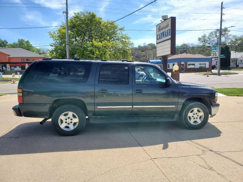 2005 Chevrolet Suburban for sale at RIVERSIDE AUTO SALES in Sioux City IA