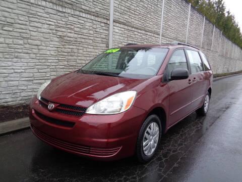 2004 Toyota Sienna for sale at Matthews Motors LLC in Algona WA