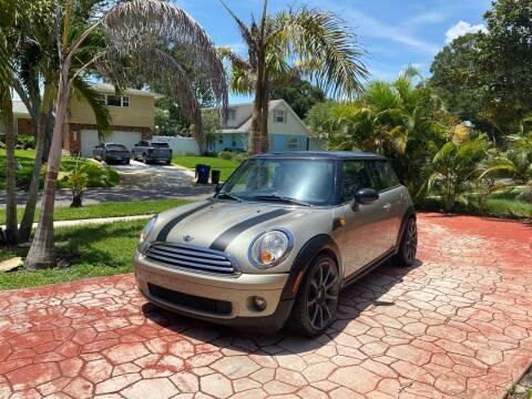 2009 MINI Cooper for sale at ONYX AUTOMOTIVE, LLC in Largo FL