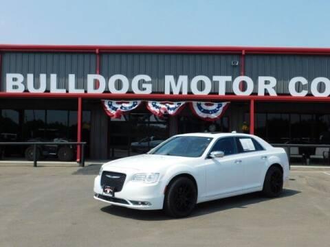 2018 Chrysler 300 for sale at Bulldog Motor Company in Borger TX