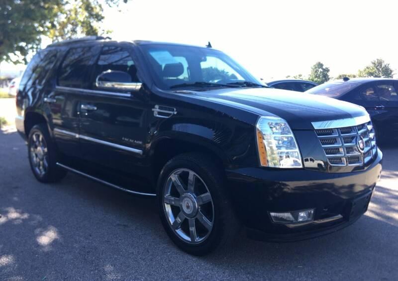 2011 Cadillac Escalade for sale at USA AUTO CENTER in Austin TX