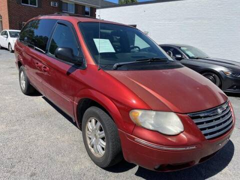 2005 Chrysler Town and Country for sale at Beach Auto Brokers in Norfolk VA