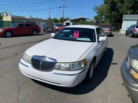 2001 Lincoln Town Car for sale at LINDER'S AUTO SALES in Gastonia NC