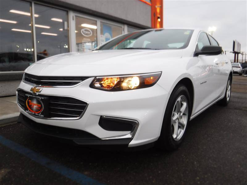 2018 Chevrolet Malibu for sale at Torgerson Auto Center in Bismarck ND