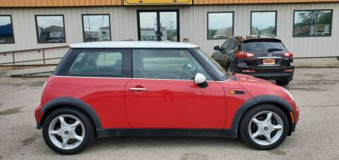 2002 MINI Cooper for sale at Parkway Motors in Springfield IL