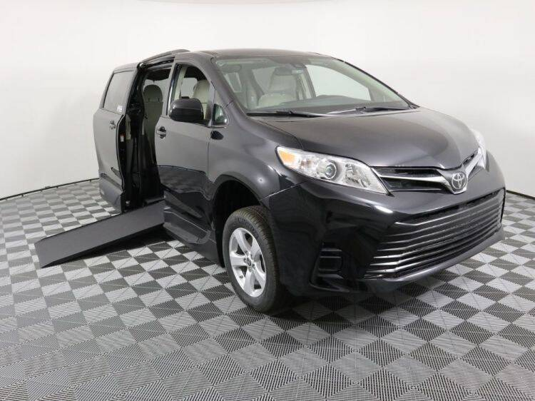 2020 Toyota Sienna LE Mobility 7-Passenger