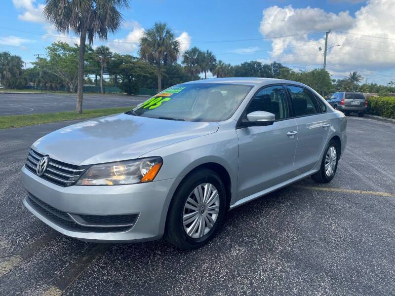 2015 Volkswagen Passat for sale at Lamberti Auto Collection in Plantation FL