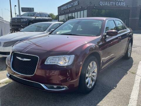 2018 Chrysler 300 for sale at SOUTHFIELD QUALITY CARS in Detroit MI