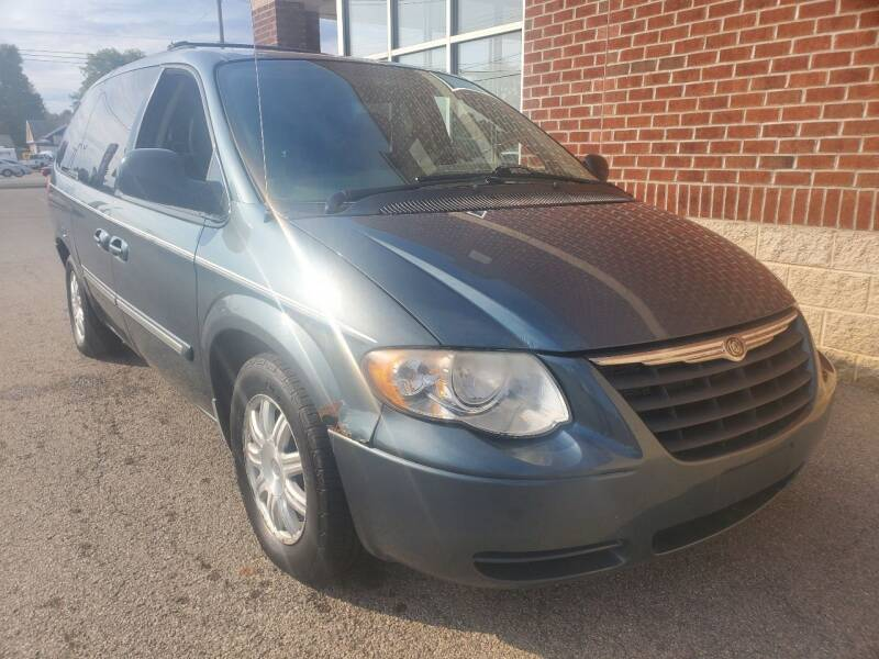 2006 Chrysler Town and Country for sale at Auto Pros in Youngstown OH