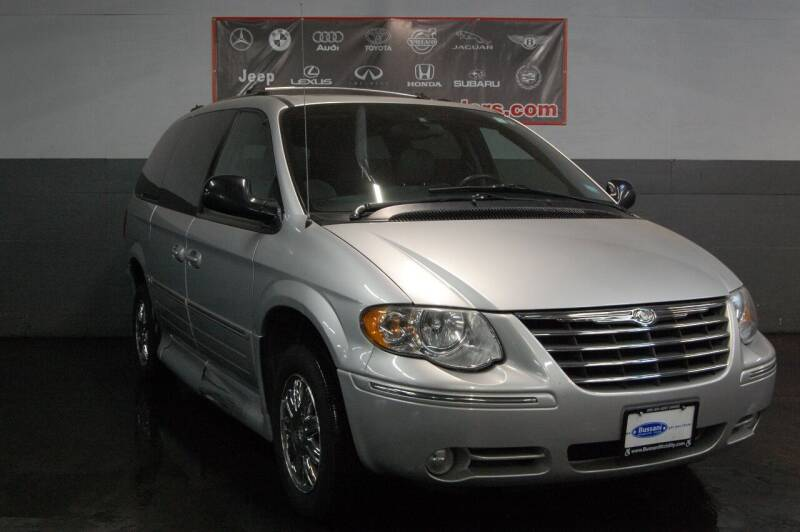 2005 Chrysler Town and Country for sale at Quality Auto Traders LLC in Mount Vernon NY