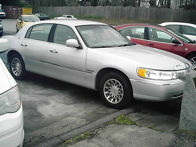2001 Lincoln Town Car for sale at S & R Motor Co in Kernersville NC