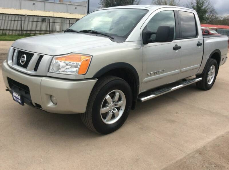 2009 Nissan Titan for sale at AMIGO USED CARS in Houston TX