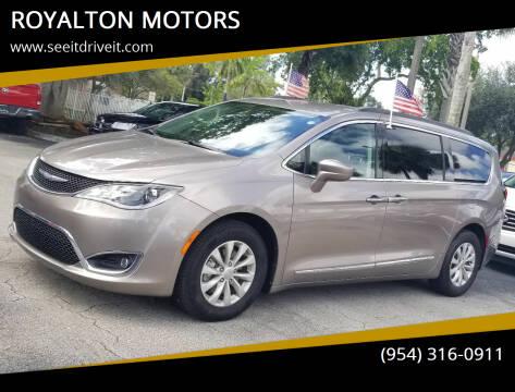 2017 Chrysler Pacifica for sale at ROYALTON MOTORS in Plantation FL