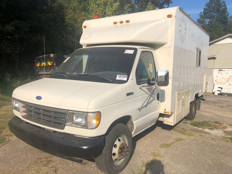 1992 Ford E-Series Chassis for sale at Monroe Auto's, LLC in Parsons TN