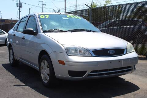 2007 Ford Focus for sale at Square Business Automotive in Milwaukee WI