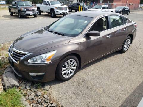 2014 Nissan Altima for sale at Topham Automotive Inc. in Middleboro MA