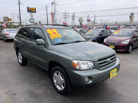 2004 Toyota Highlander for sale at Texas 1 Auto Finance in Kemah TX