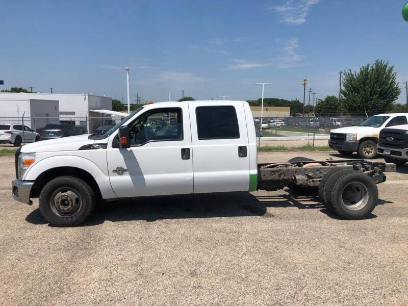 2011 Ford F-350 Super Duty 4x2 XLT 4dr Crew Cab 176 in. WB DRW Chassis - Dallas TX