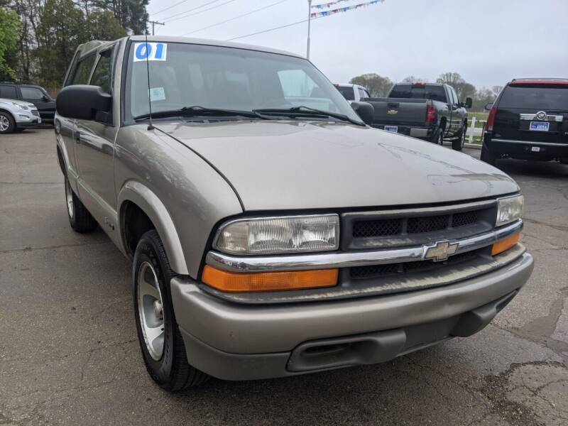 2001 Chevrolet S-10 for sale at GREAT DEALS ON WHEELS in Michigan City IN