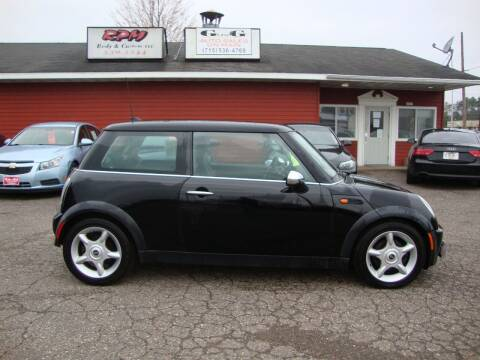 2005 MINI Cooper for sale at G and G AUTO SALES in Merrill WI