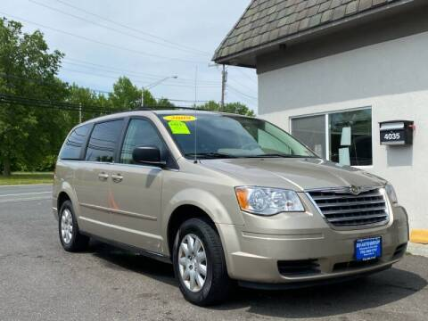 2009 Chrysler Town and Country for sale at Vantage Auto Group in Tinton Falls NJ