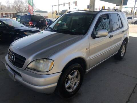 2000 Mercedes-Benz M-Class for sale at Springfield Select Autos in Springfield IL