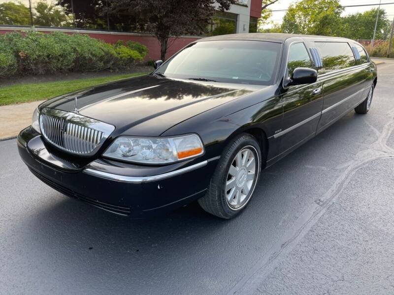 2004 Lincoln Town Car for sale at Northeast Auto Sale in Wickliffe OH