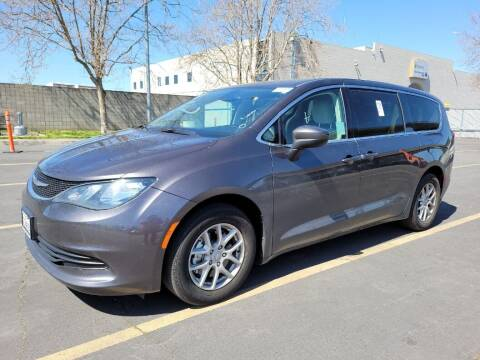 2017 Chrysler Pacifica for sale at A.I. Monroe Auto Sales in Bountiful UT