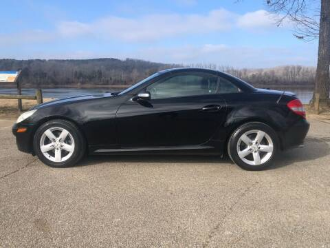 2006 Mercedes-Benz SLK for sale at Monroe Auto's, LLC in Parsons TN
