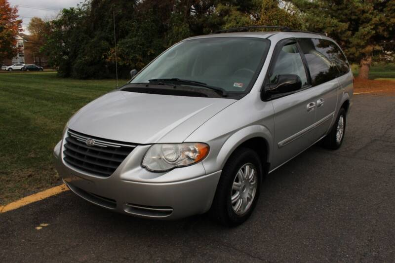 2007 Chrysler Town and Country for sale at D&S IMPORTS, LLC in Strasburg VA