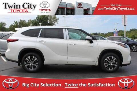 2020 Toyota Highlander Hybrid for sale at Twin City Toyota in Herculaneum MO