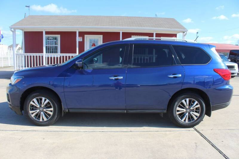 2017 Nissan Pathfinder for sale at AMT AUTO SALES LLC in Houston TX