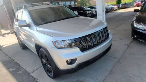 2013 Jeep Grand Cherokee for sale at Divine Auto Sales LLC in Omaha NE