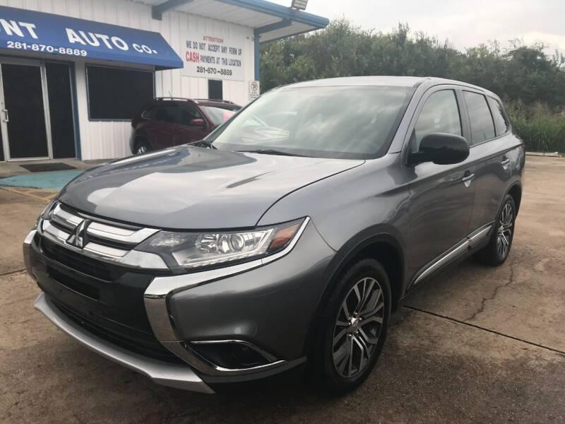 2018 Mitsubishi Outlander for sale at Discount Auto Company in Houston TX