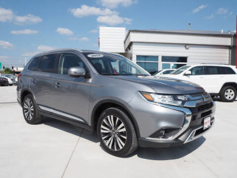 2019 Mitsubishi Outlander for sale at SIMOTES MOTORS in Minooka IL