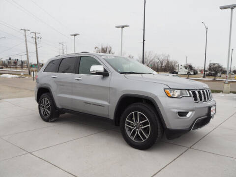 2019 Jeep Grand Cherokee for sale at SIMOTES MOTORS in Minooka IL