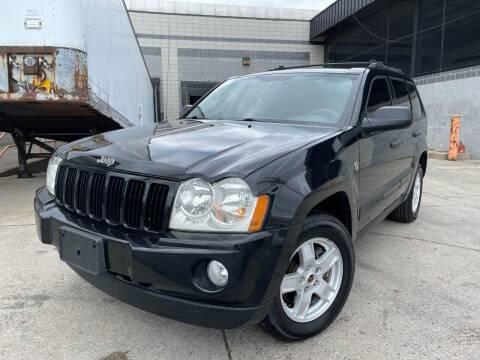 2005 Jeep Grand Cherokee for sale at Illinois Auto Sales in Paterson NJ